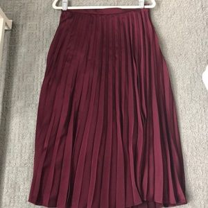 Burgundy mini pleated midi skirt